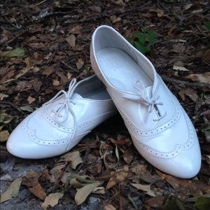 G.H. Bass & Co. Shoes - Bass White Patent Leather lace up Loafers Brogues
